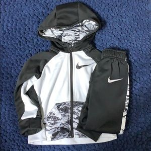 EUC Size 24M Black & White Nike Matching Set